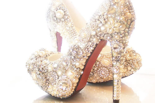 1-diamond-high-heel-shoes-appeal-to-rich-men_600x400_large